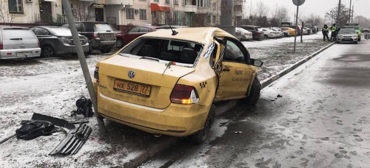 Два пассажира такси погибли в ДТП на юго-востоке Москвы