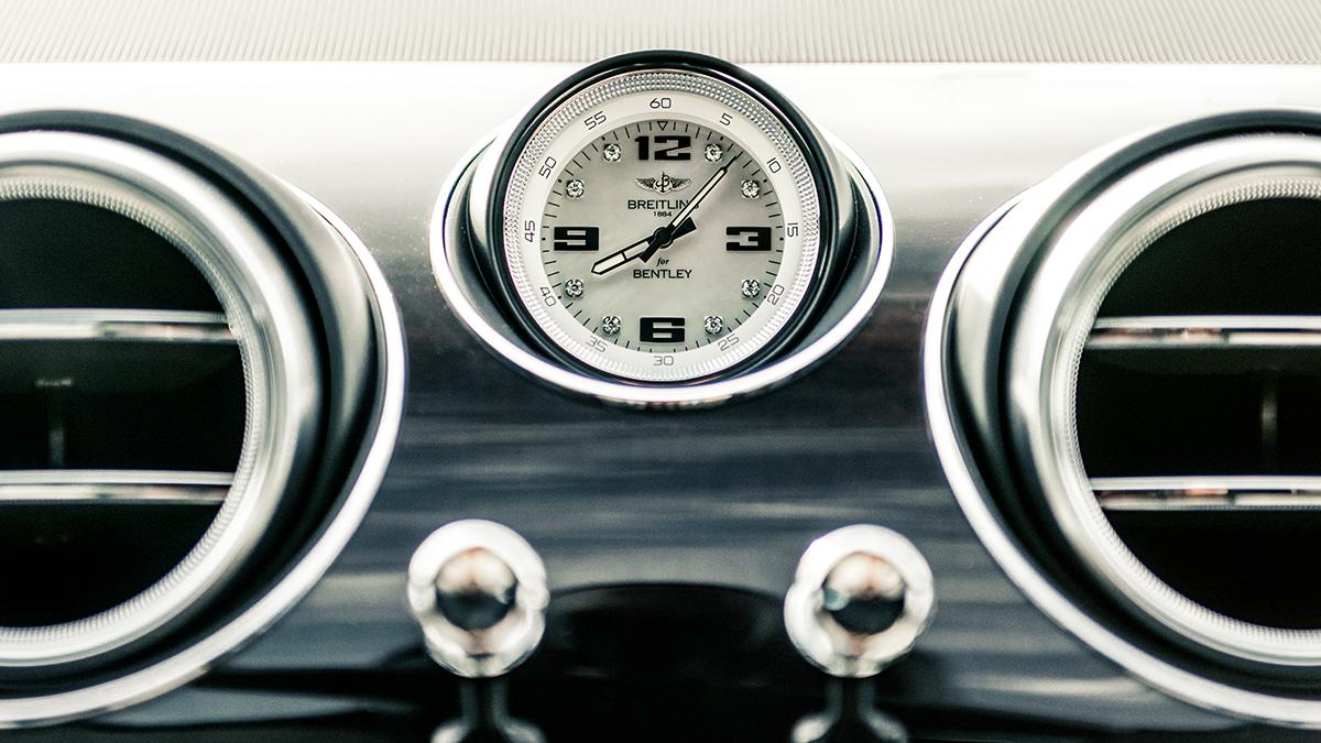Bentley 'Pearl of the Gulf' часы панель фото