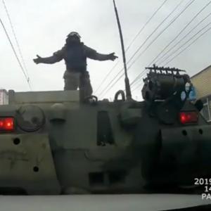 """Российская армия: """"опять соврамши"""". """"Вклинивания"""" в колонну военной техники в Курске не было"""