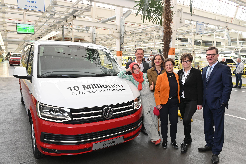 Юбилейный Volkswagen Caravelle_(3)