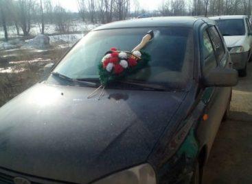 В Уфе коллекторы пробили ветровое стекло топором в автомобиле должника