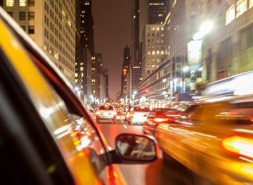 Ежедневно московские таксисты выполняют в среднем 13 заказов и проводят за рулем 8 часов