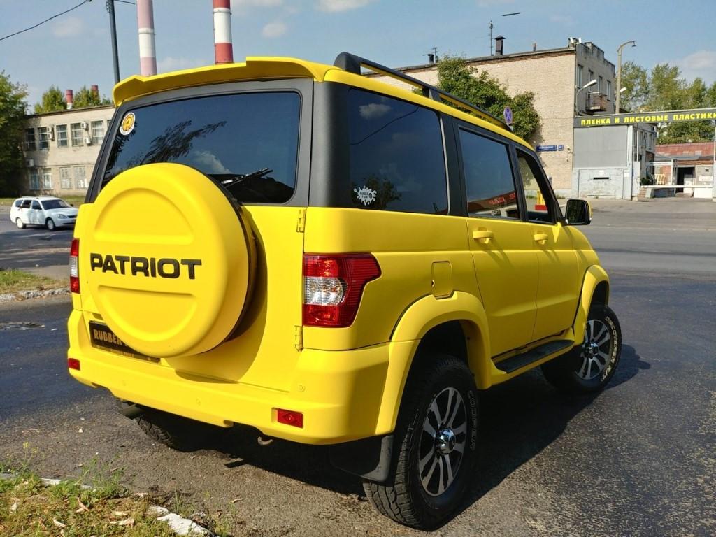 лимонно-желтый УАЗ Патриот 22