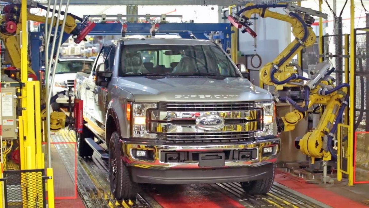 Сборка авто на заводе Ford