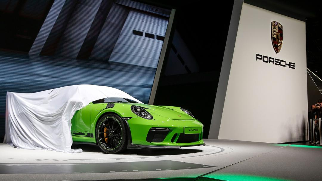 на Женевском автосалоне располагался 470-сильный Porsche 911 RSR