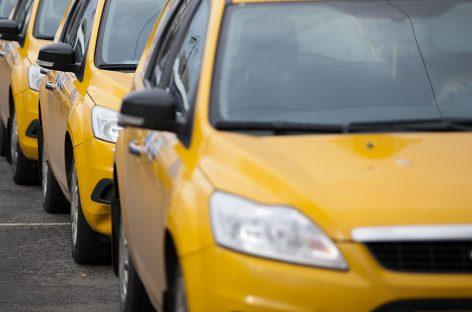 Нелегальные таксисты оккупировали подъезды к метро на окраинах Москвы