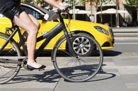 Велосипедисты за рулем автомобиля замечают опасность быстрее