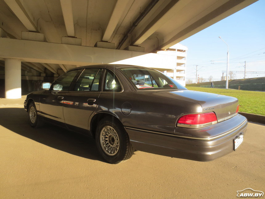 Ford_Crown_Victoria 13