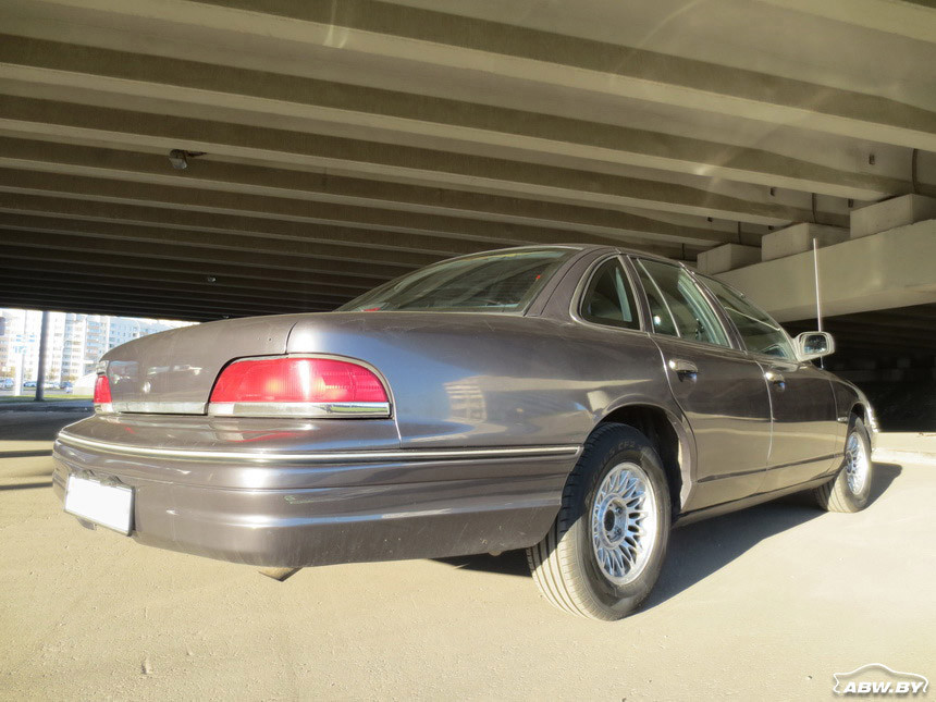 Ford_Crown_Victoria 2