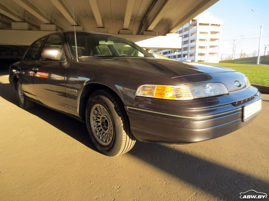 Ford_Crown_Victoria 6