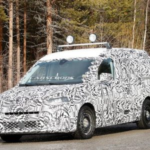 Фургон Volkswagen Caddy засветился перед шпионскими объективами