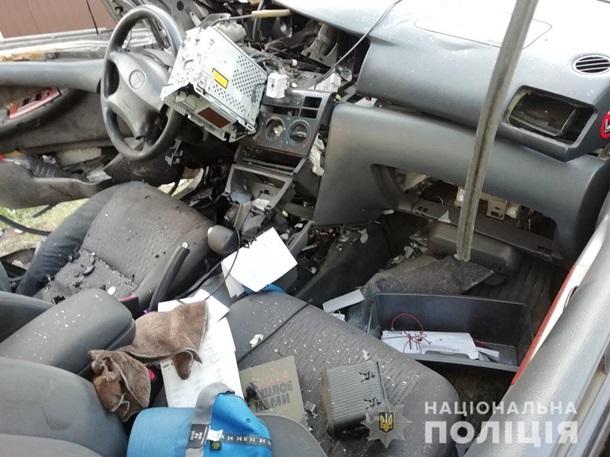 автомобиль после взрыва гранаты 1