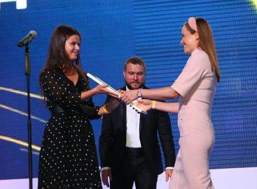 Победа Mercedes-Maybach S-Класса и родстера Mercedes-AMGGT на премии «Автомобиль года в России –2019»
