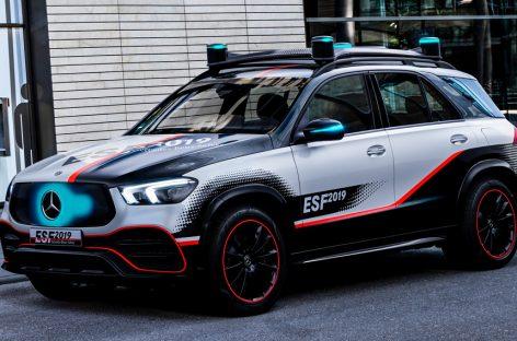 Свою версию самого безопасного автомобиля в мире представил Mercedes-Benz