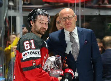 Самому ценному игроку ЧМ по хоккею IIHF 2019 вручили хрустальную награду от ŠKODA AUTO