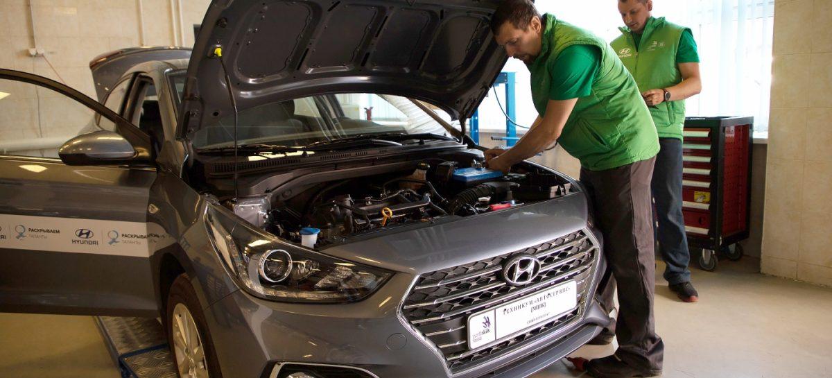 """Завод Hyundai передал два новых автомобиля техникуму """"Автосервис"""""""