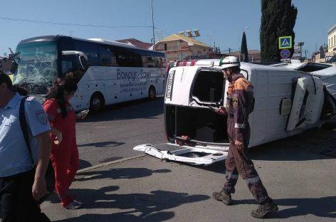 Два туристических автобуса столкнулись в Сочи в районе Олимпийского парка