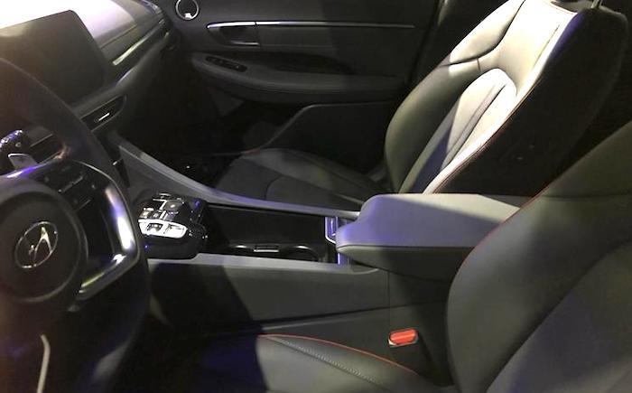 Salon-Hyundai-Sonata1