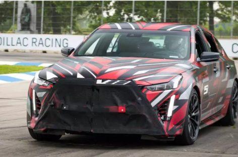 Новейшие Cadillac CT4-V и CT5-V вышли на гоночную трассу Гран-при Детройта