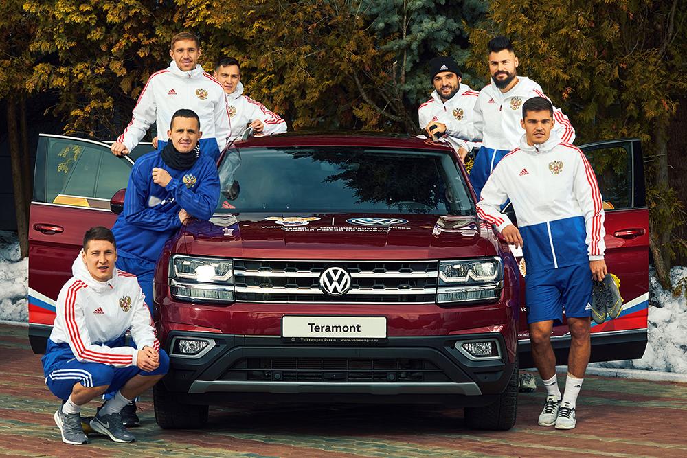 Футболисты Сборной России и Volkswagen Teramont