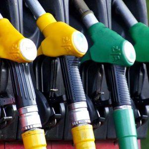 Власти приняли решение разморозить цены на бензин уже 1 июля