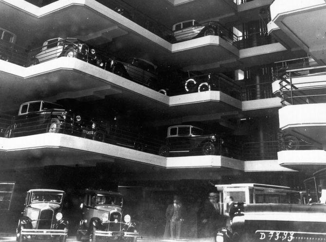 многоэтажная парковка в прошлом веке