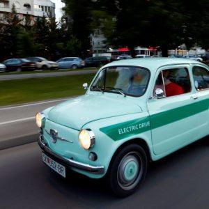 Реставраторы превратили культовый ретро-автомобиль в электрокар
