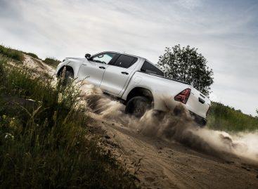 Toyota презентовала новую версию легендарного пикапа Hilux Exclusive Black