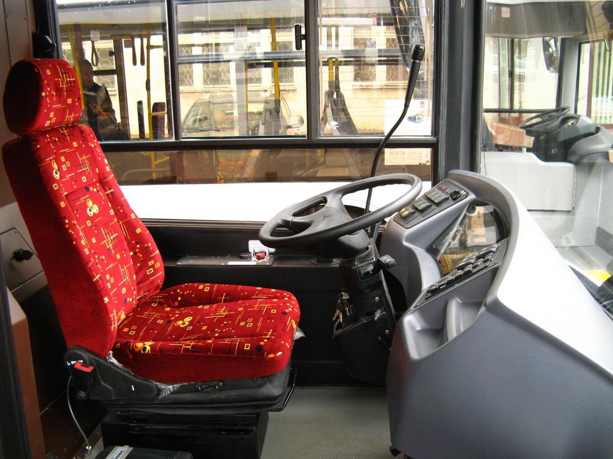 Автобус МАЗ-303 место водителя