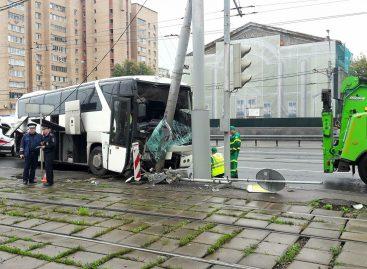 15 туристов из Китая пострадали в ДТП с туристическим автобусом в Москве