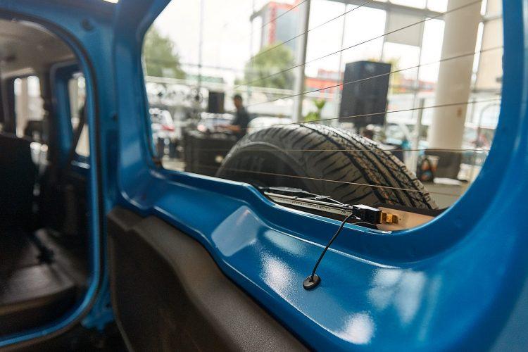 Suzuki Jimny 2019 дверь багажника
