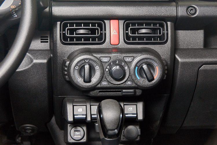 Suzuki Jimny 2019 центральная консоль, кондиционер комплектация GL