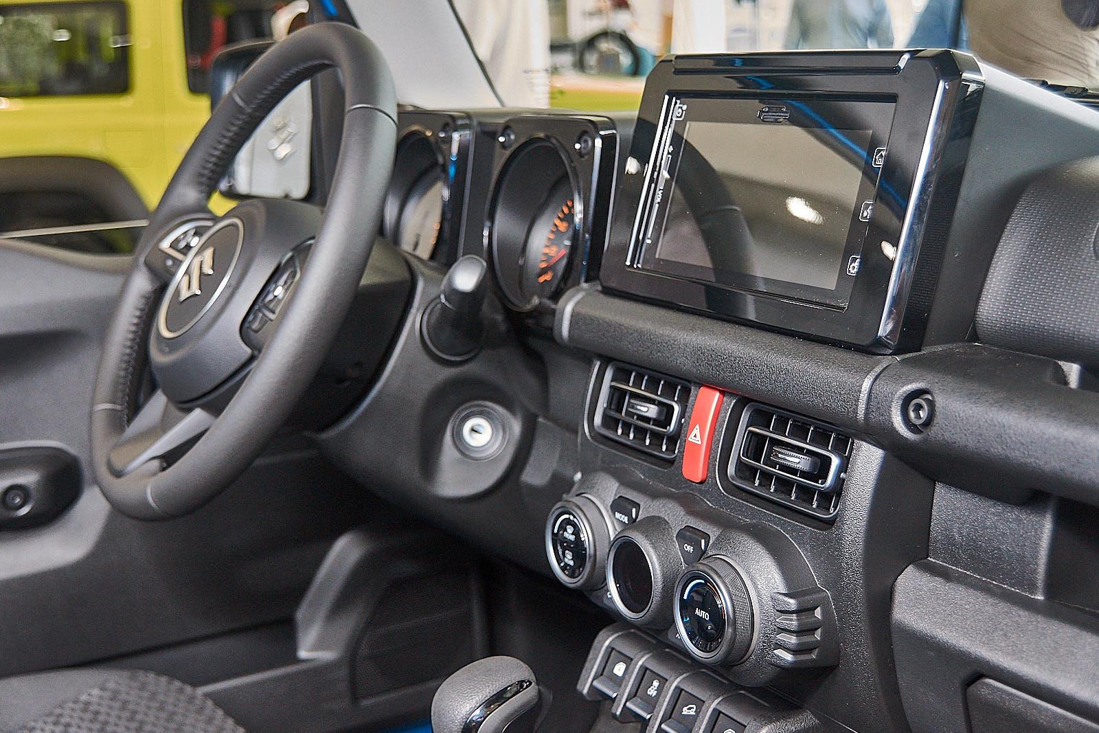 Suzuki Jimny 2019 интерьер комплектация GLX