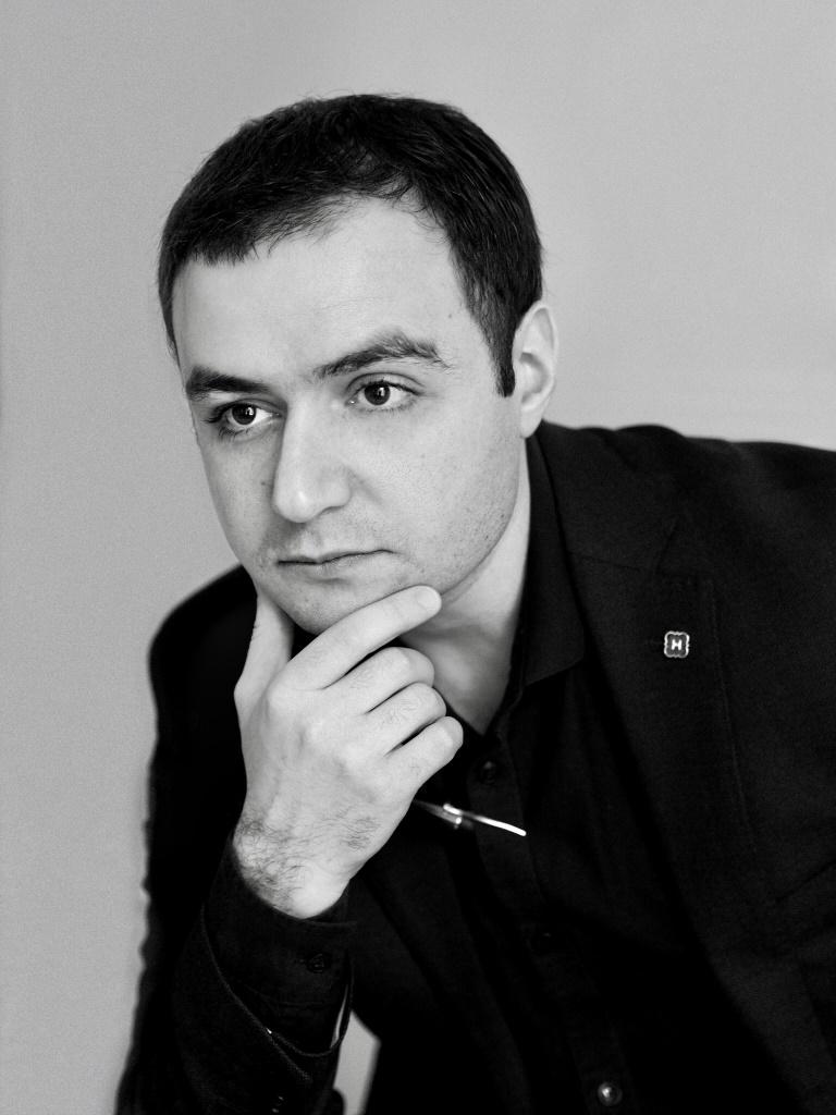 Рубен Аракелян - Художник и архитектор, руководитель Архитектурного бюро WALL, член Президиума Союза Архитекторов России, член Экспертного совета Общественной палаты г. Москва, преподаватель МАРШ и МАРХИ.