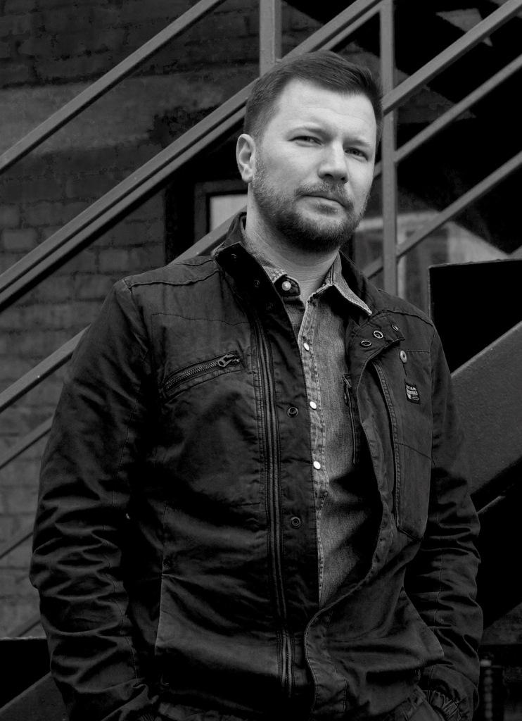 Ярослав Рассадин – дизайнер и эксперт по автомобильному инжинирингу, лауреат премии Red Dot design concept, аналитик и консультант по дизайн-процессам и разработке дизайна изделий, мебели, освещения, аксессуаров, электроники, транспорта.