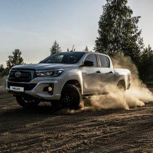 Toyota начинает продажи востребованной премиальной версии Hilux Exclusive Black - что это? Читаем