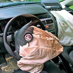 7 признаков ДТП, которые можно обнаружить при покупке подержанного автомобиля