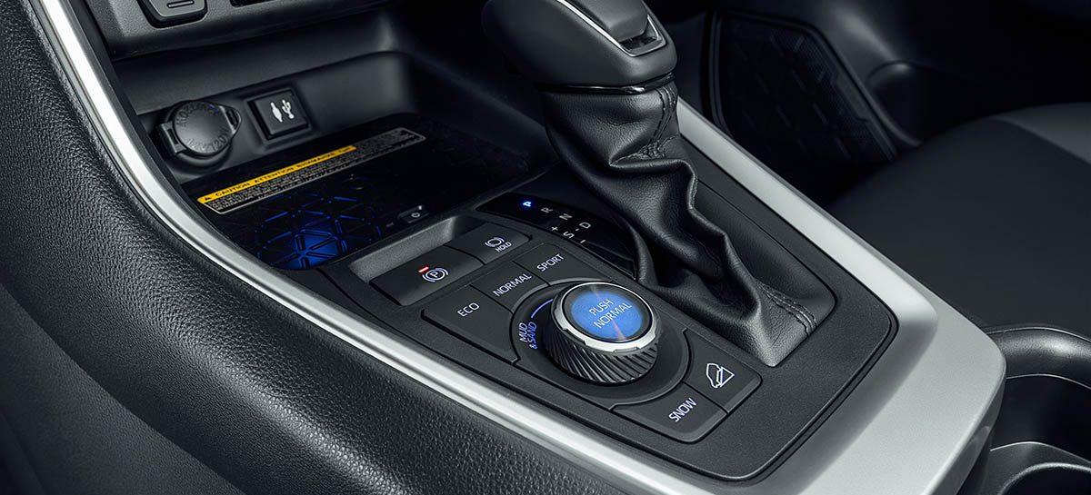 Toyota прекращает выпуск кроссовера RAV4 в России