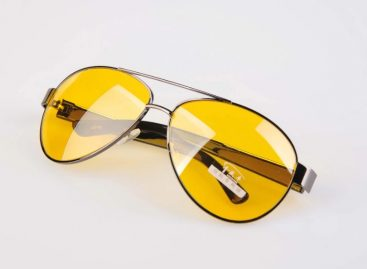 Желтые очки не помогают водителям ночью, а наоборот, ухудшают зрение