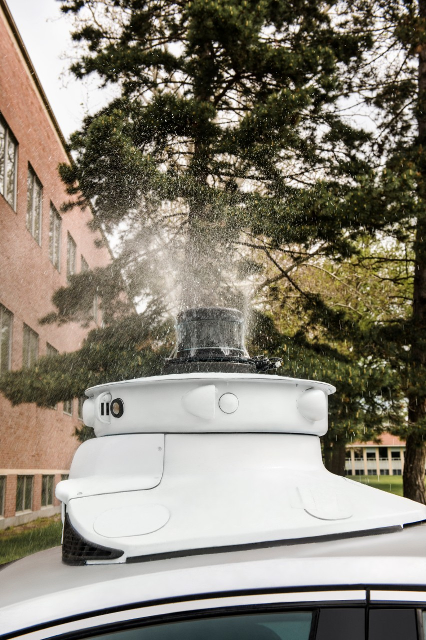 Беспилотным автомобилям Ford больше не страшны насекомые