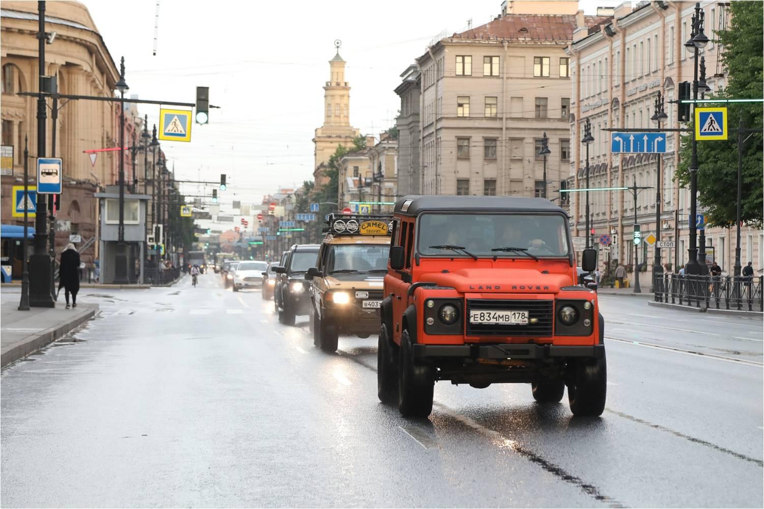 Parad-Jaguar-Land-Rover