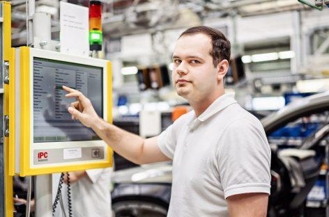 ŠKODA AUTO запустила систему цифровых уведомлений dProduction на заводе в Квасинах