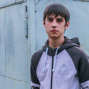 На 16-летнего подростка завели уголовное дело из-за того, что он ударил по капоту машину, переехавшую его щенка