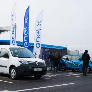 Renault Kangoo Z.E.на открытии новой зарядной станции ENEL X в инновационном центре Сколково