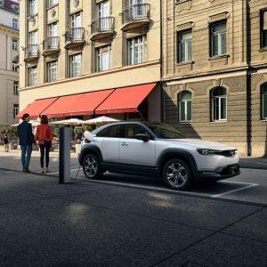 Электромобиль Mazda MX-30 – испытайте чувство удовольствия от вождения