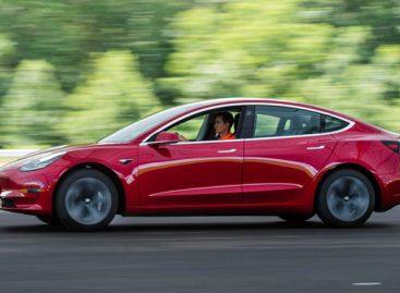 Начались поставки китайских электромобилей Tesla Model 3