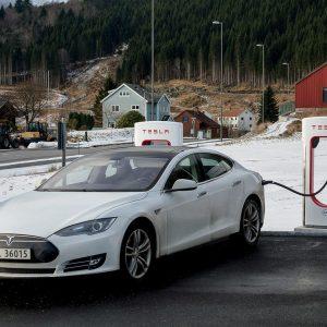 Tesla вытеснил ДВС модели. В отдельно взятой стране...