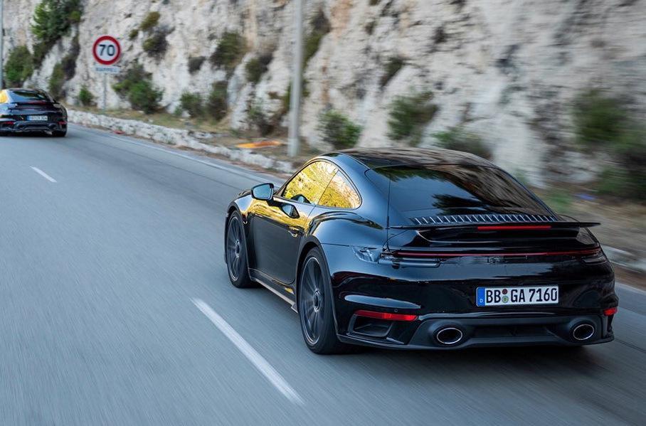 Porsche купе и кабриолета 911 Turbo в кузове 992