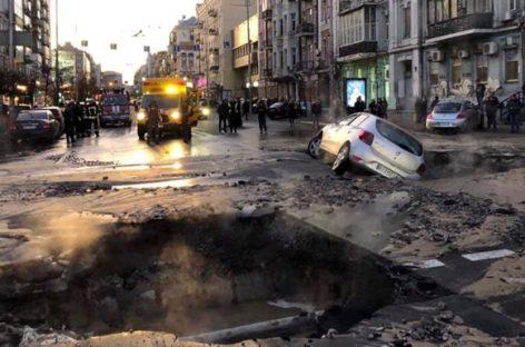 В центре Киева снова произошел апокалиптический прорыв трубы с горячей водой