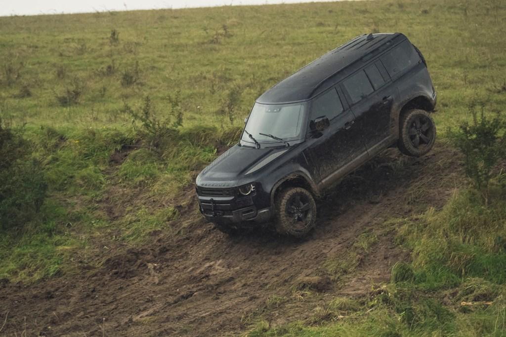 Land Rover Defender пройдет сложнейшие испытания в новом фильме о Джеймсе Бонде «Не время умирать»